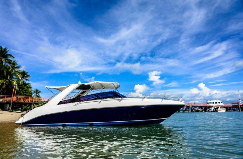 Single Engine Speedboat