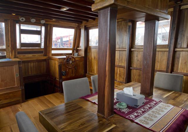 10-Baidee-inside-saloon