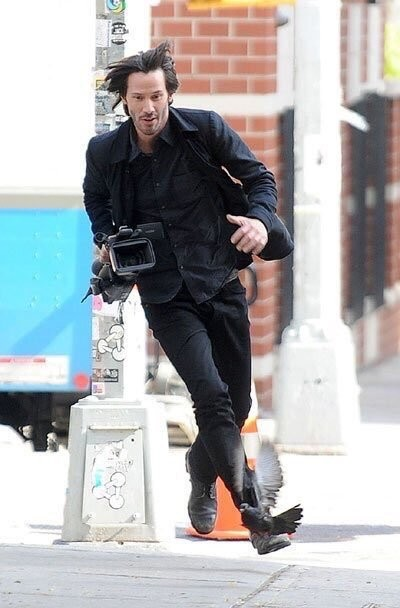 [Sad news] Keanu Reeves, snatched the camera from the paparazzi getaway