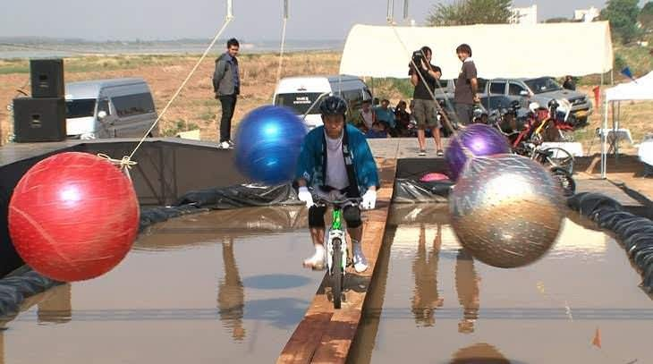 [Image] Itte Q, 'Bridge Festival of Laos' with alleged fake construction, the set feeling of TV is amazing www