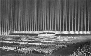 I den nazistiska propagandan talades om den nya gemenskapen, kampen, offret och viljan att underkasta sig ledarens vilja. Nazisterna ville avskaffa den individuella friheten.