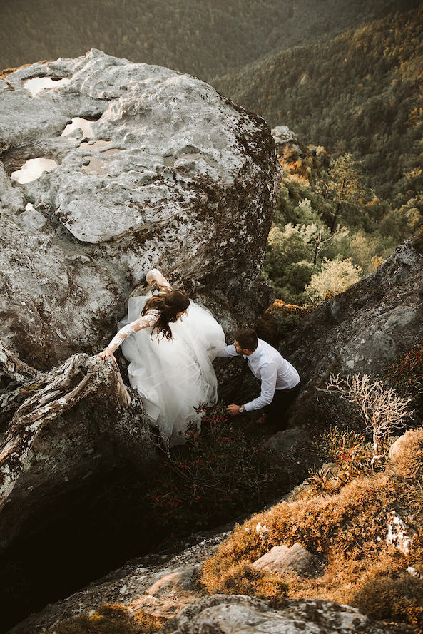 couple at Linville gorge climbing through rocks