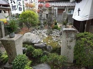 真田昌幸の墓と真田幸村の供養碑
