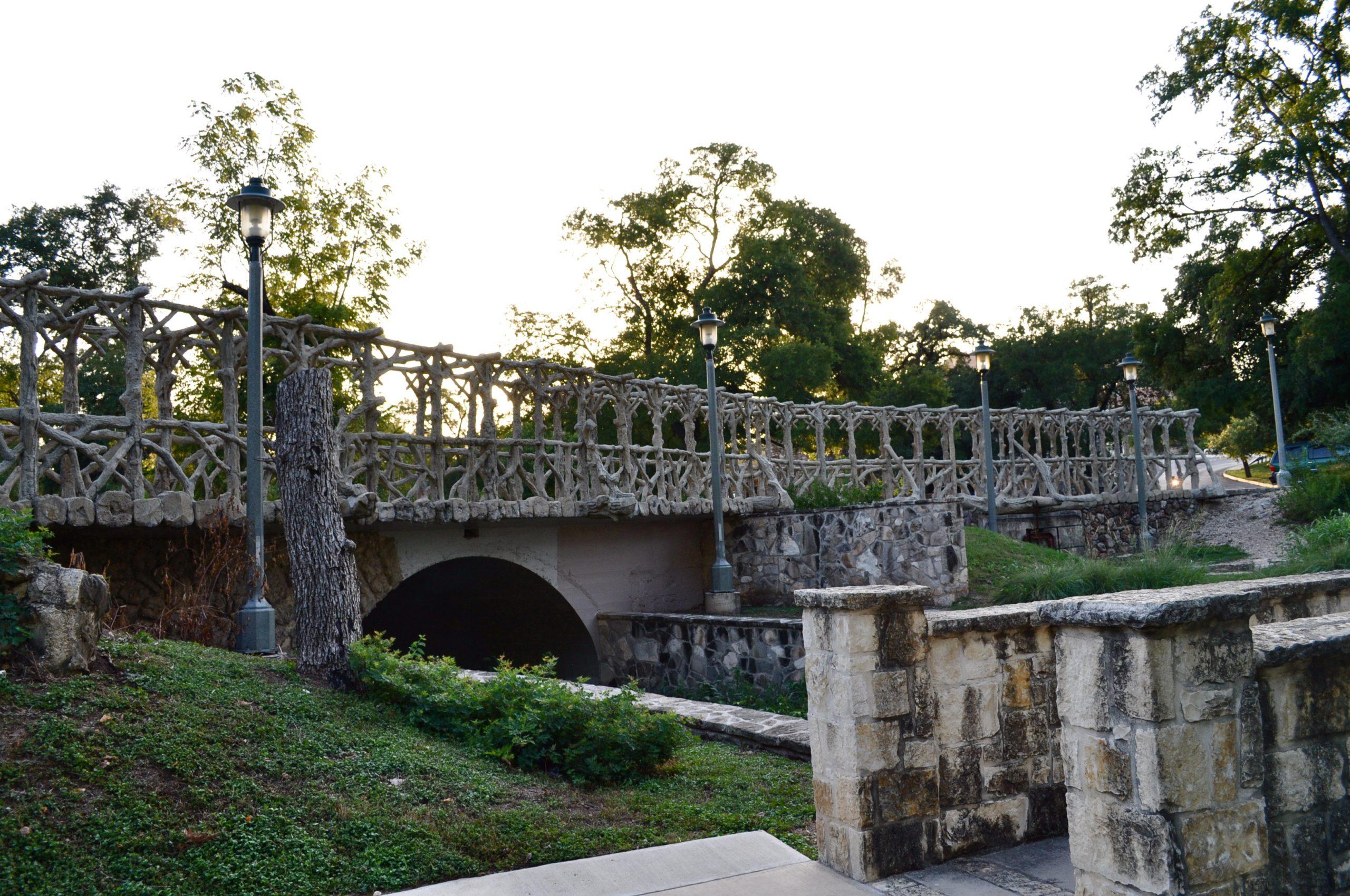 Faux bois footbridge in Brackenridge Park sculpted by Dionicio Rodriguez. Photo by Iris Dimmick.