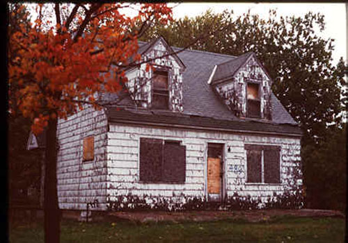 An evacuated home near the Love Canal, about 221 families had to leave their homes due to toxic pollution. EPA Photo.