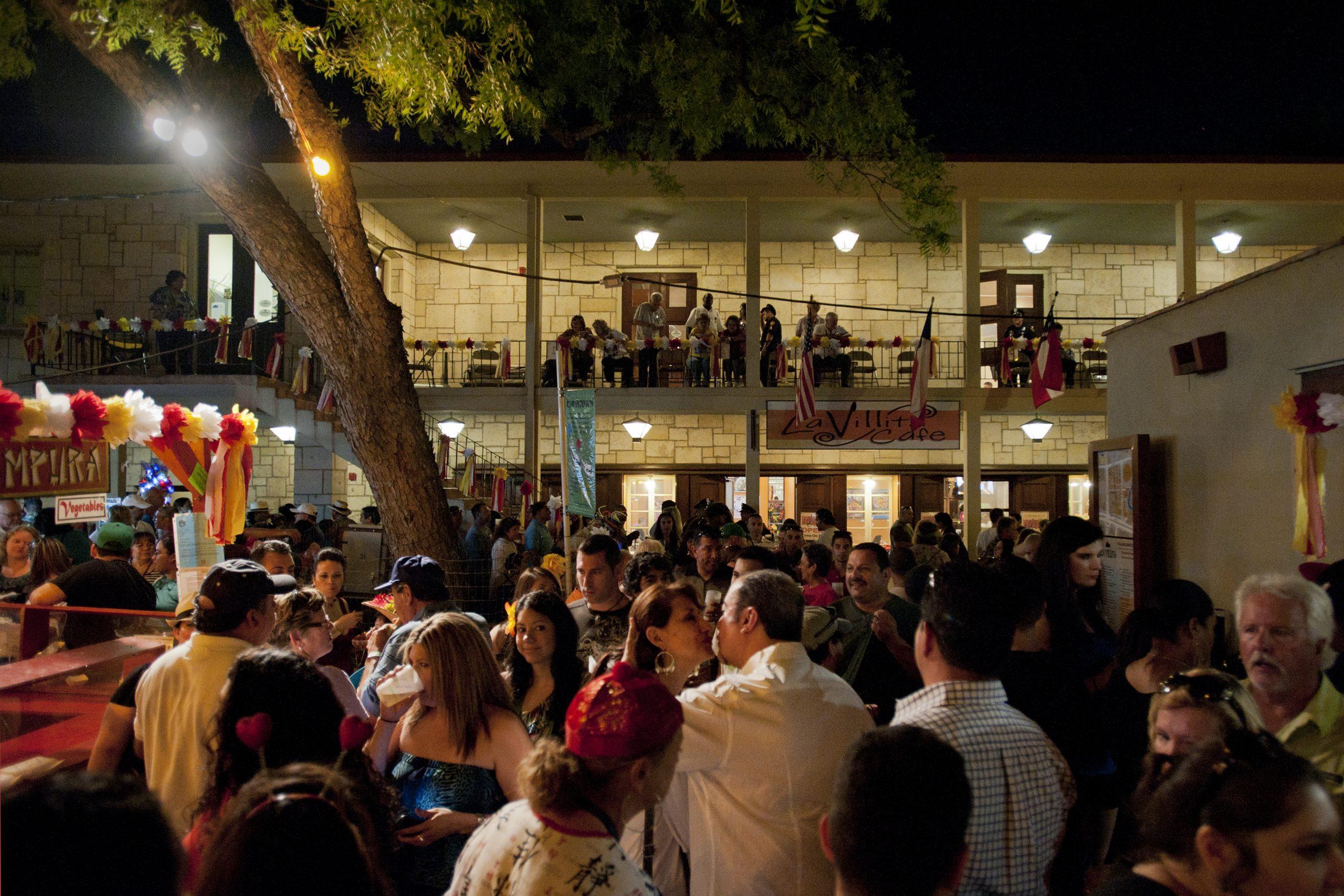 A courtyard in La Villita during NIOSA – a bit crowded. Photo by Corey Leamon.