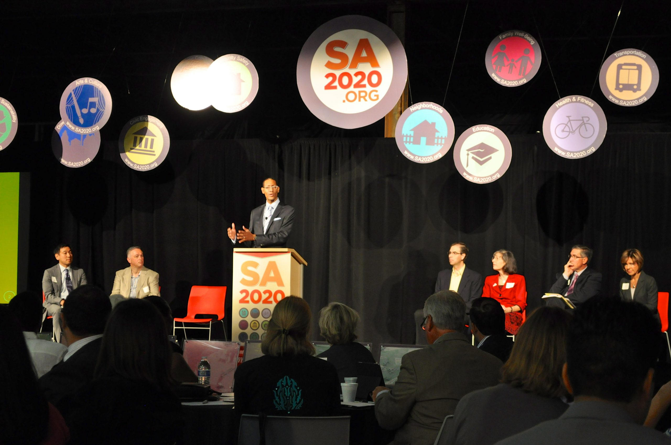 SA200 CEO Darryl Byrd adresses a crowd of more than 200 invited guests at Rackspace during the SA2020 Indicator Report conference and release. Photo by Iris Dimmick.