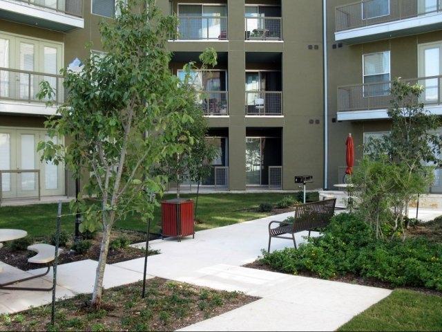 HemisView Village courtyard. Photo from www.hemisviewvillage.com.