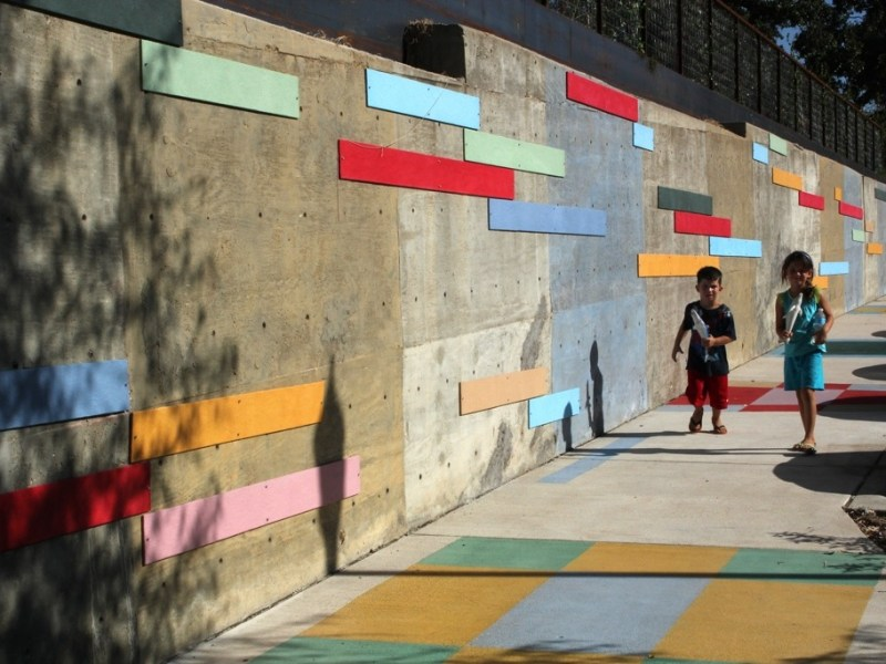 """""""From There to Here,"""" Mark Schlesinger's installation in Georgetown, Texas. Photo by Noa Barenblat"""