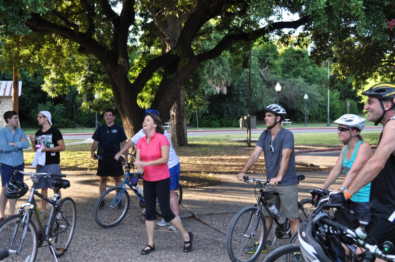Leilah Powell and new Something Monday friends laugh as she recounts Brackenridge Park's colorful past. Photo by Iris Dimmick.