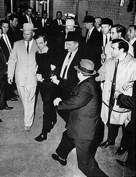 Lee Harvey Oswald shot by Jack Ruby as Oswald is moved by police. Photograph by Jack Beers Jr., Dallas Morning News photographer. Public domain image.