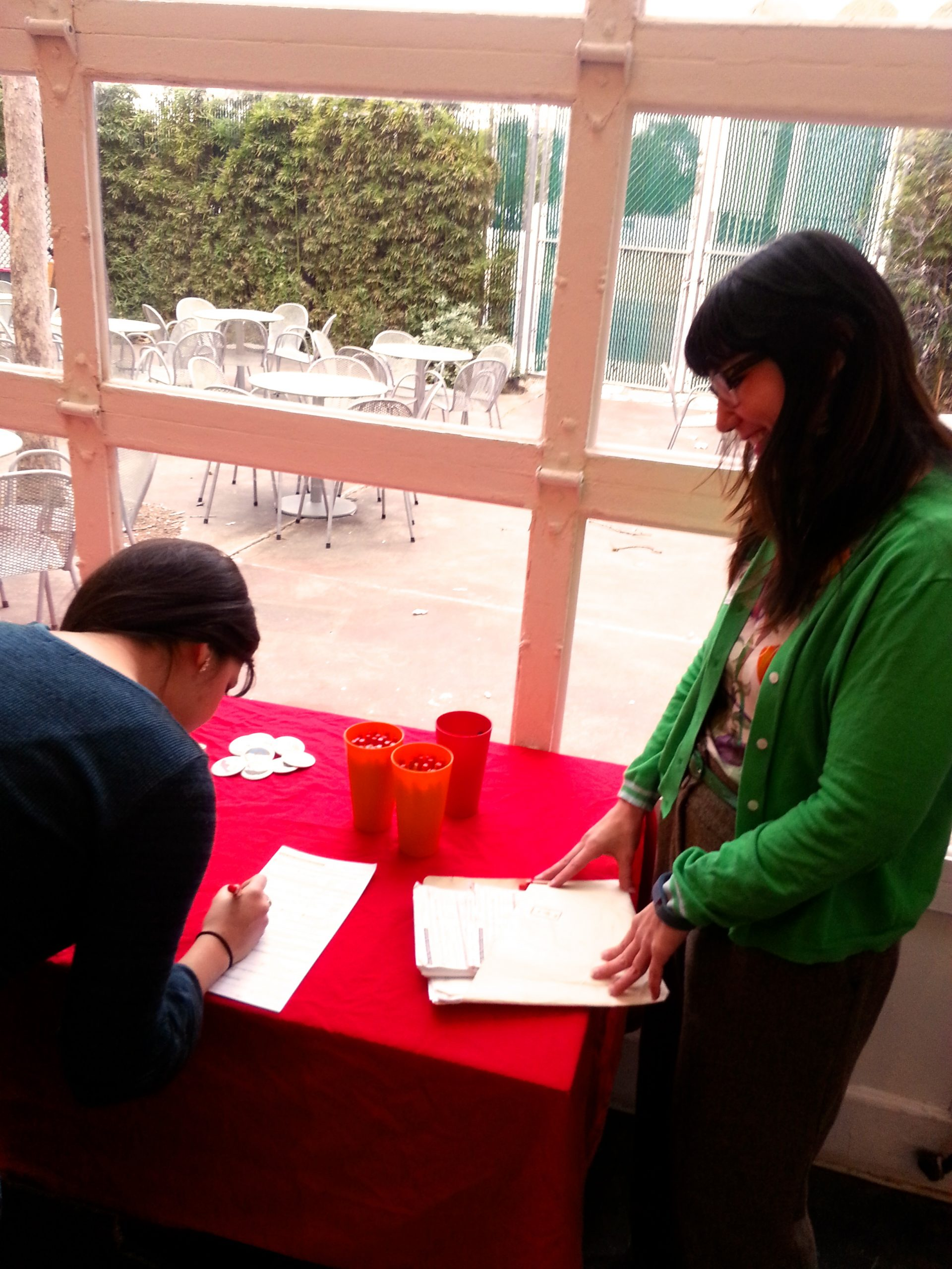 Local teacher Lindsay Rodriguez gets a head start on her resolution by helping fellow Resolution Leader Claudia Loya register to vote. Photo by Iris Dimmick.