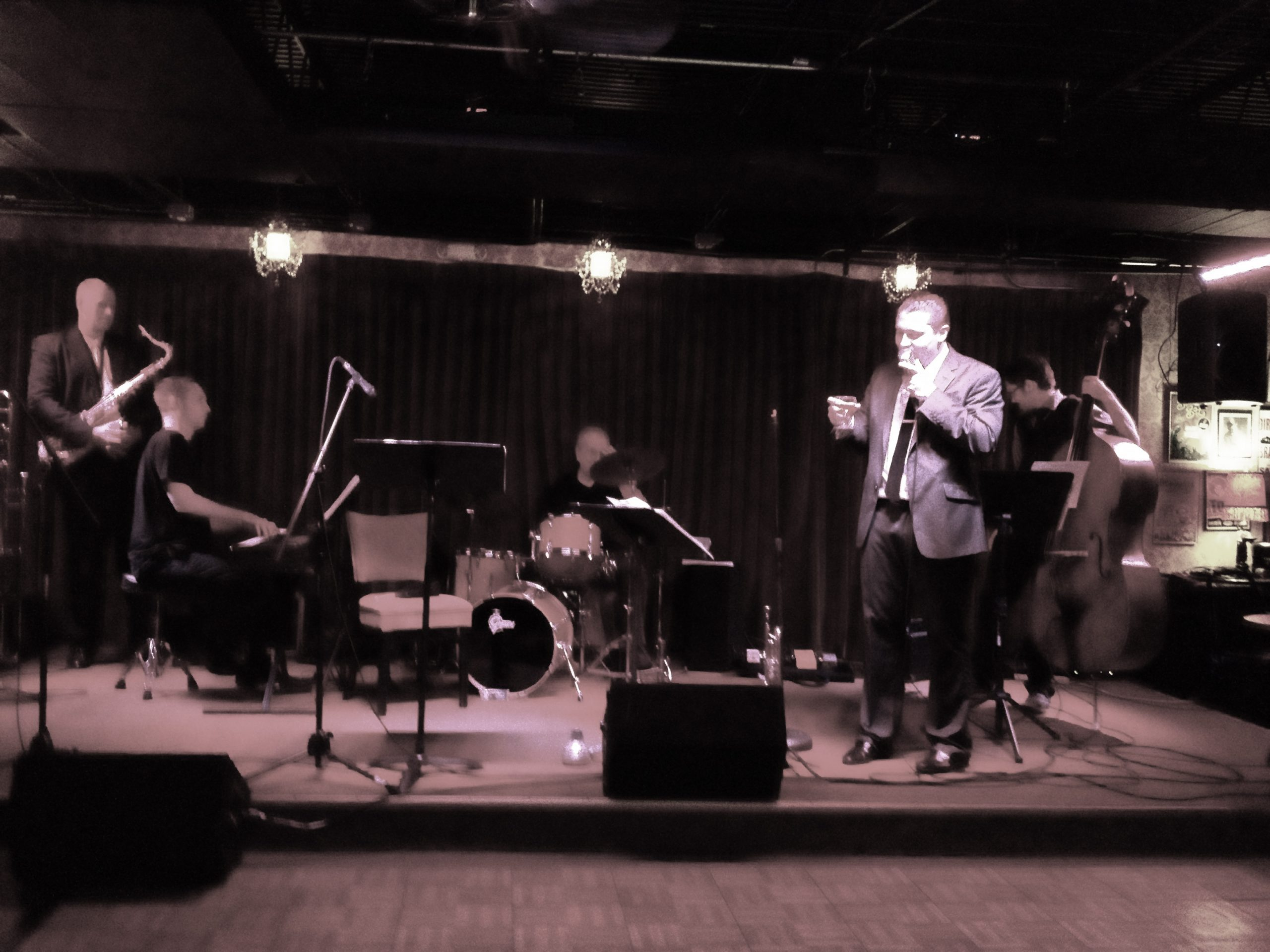 Johnny P and the Wiseguys play to a full house at Luna jazz club on San Pedro Avenue. Photo by Adam Tutor.