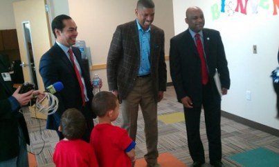Mayors tour Pre-K 4 SA educational center. (From left) Mayors Julián Castro, Kevin Johnson of Sacramento and Michael Hancock of Denver. Photo by Andrew Moore.