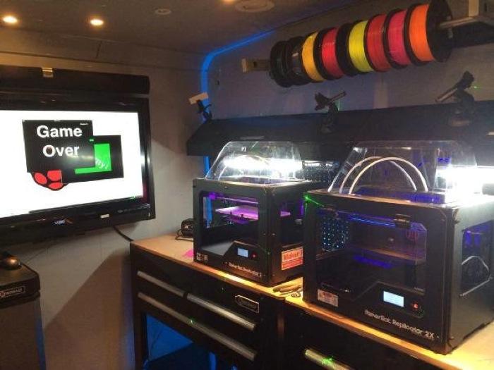3D printers set up on the Geekbus workstations. Photo courtesy of SASTEMIC.