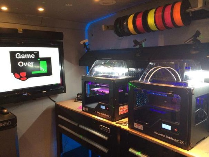 3D printers set up on the Geekbus workstations. Photo courtesy of SASTEMIC.