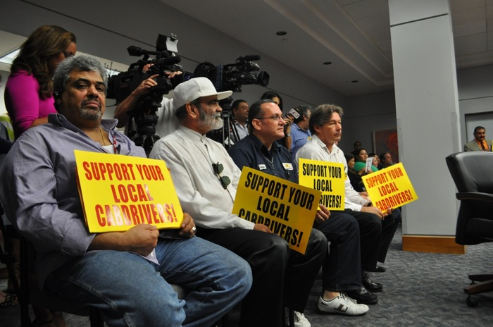 Taxi drivers and media crowd the Public Safety Committee meeting room. Photo by Iris Dimmick.