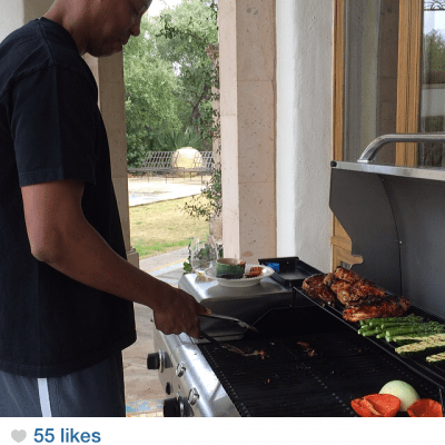 Claudia Zapata's husband, former NBA Spurs player Sean Elliiot, grills up some veggies and organic chicken after her three day cleanse.
