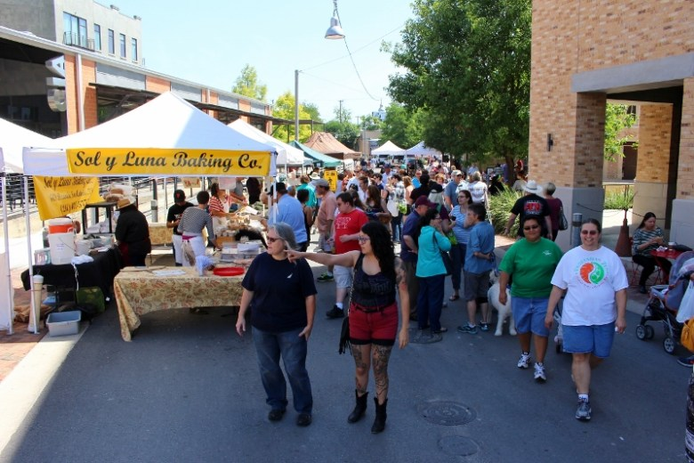 Sunny days always bring out the crowds at Pearl Farmers Market. Photo by Page Graham.