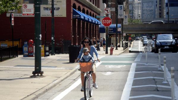 Bike lane in Chicago, Ill. Photo courtesy of PeopleForBikes.