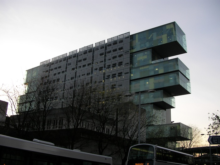 Manchester Civil Justice Centre. Designed by architectural firm Denton Corker Marshall. Photo by John Murphy.