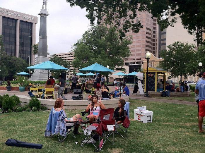 San Antonians enjoy quick food and free entertainment at Travis Park, courtesy of Storific. Photo by Samuel Jensen.
