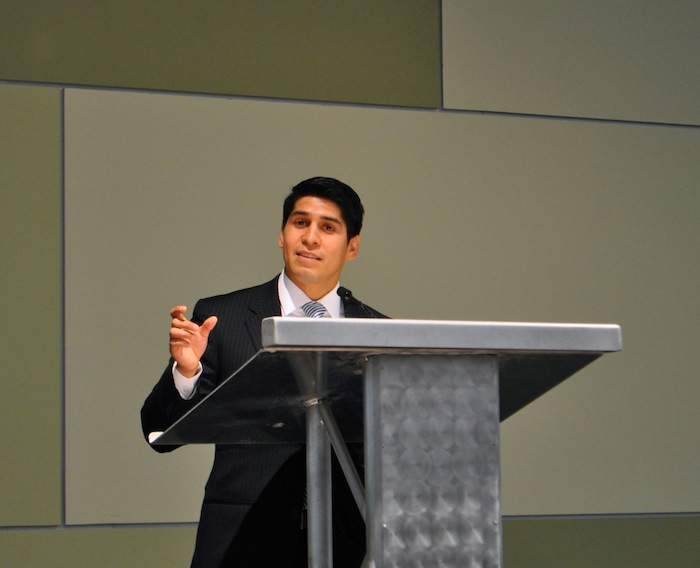 District 4 Councilman Rey Saldaña speaks at the State of the Port 2014 luncheon. Photo by Iris Dimmick.