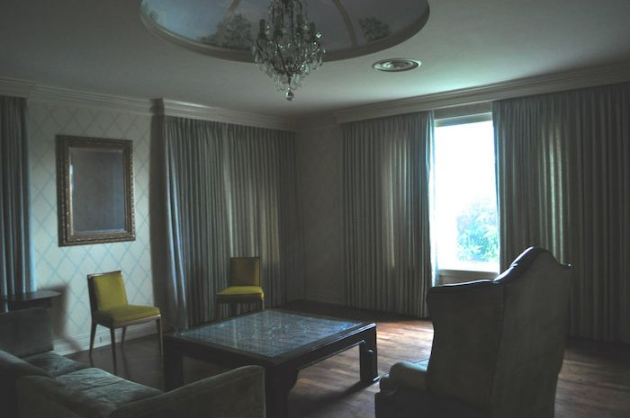One of several living rooms in the Red Berry Mansion. Photo by Iris Dimmick.