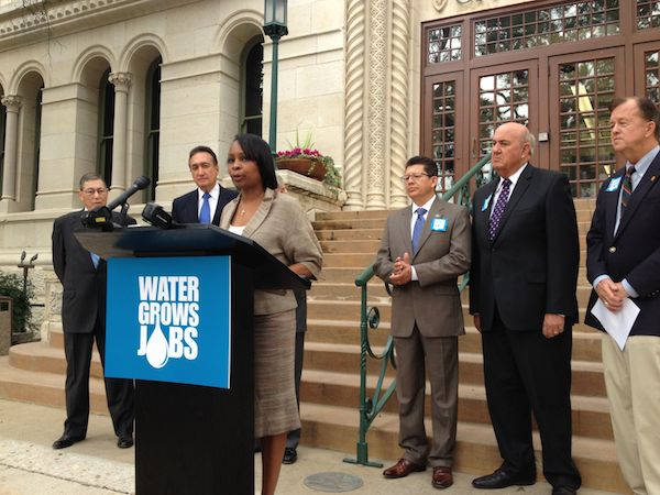 Mayor Ivy Taylor speaks in support of Vista Ridge deal.