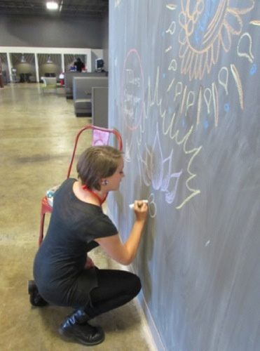 Journalist and TEDxSanAntonio attendee Shana Kenworthey creates her own masterpiece on the TEDxSA chalkboard. Image courtesy of Jackie Calvert.