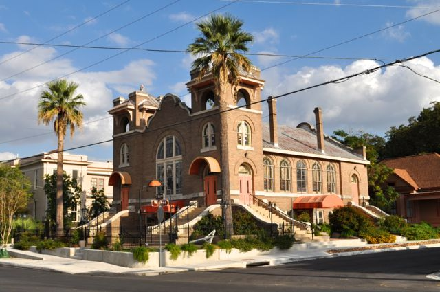 The former church at 1150 S. Alamo St. Photo by Iris Dimmick.