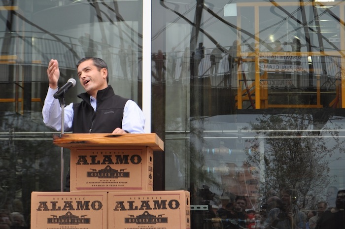 Rep. Mike Villarreal speaks to the large crowd gathered at the brewery's ribbon cutting ceremony. Photo by Iris Dimmick.