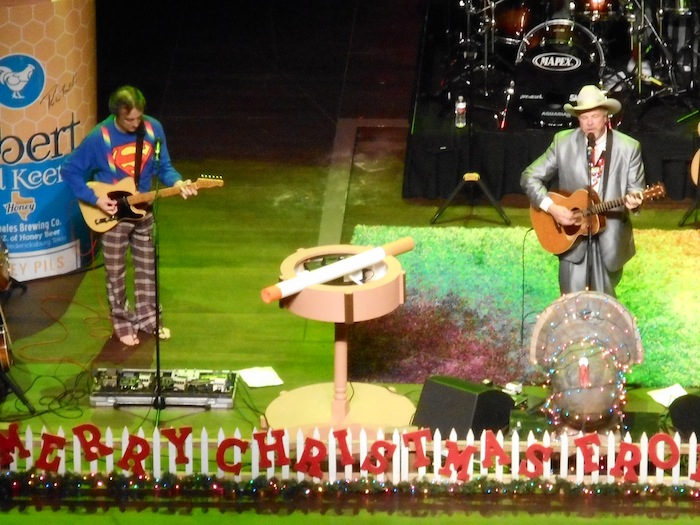 A giant cigarette on stage with Robert Earl Keen harkens back to the day when everyone smoked. Photo by Don Mathis.`