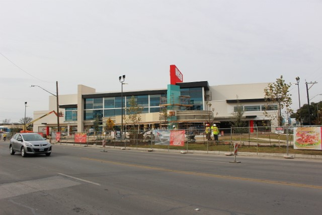 Work on the new H-E-B continues at a rapid pace. Photo by Page Graham.