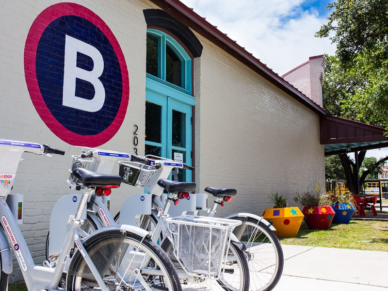 The San Antonio B-Cycle hub located at the corner of César Chávez Boulevard and South Alamo Street. Photo by Scott Ball.