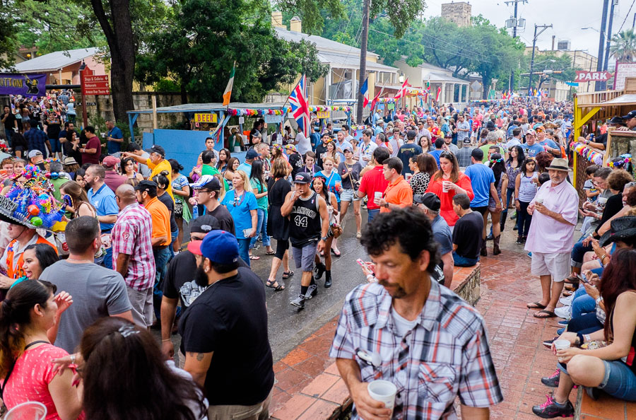 Long lines and big crowds fill the streets during NIOSA 2015 at La Villita. Photo by Scott Ball.