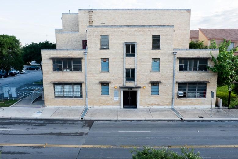 The San Fernando Gym located on West Travis Street. Photo by Scott Ball.