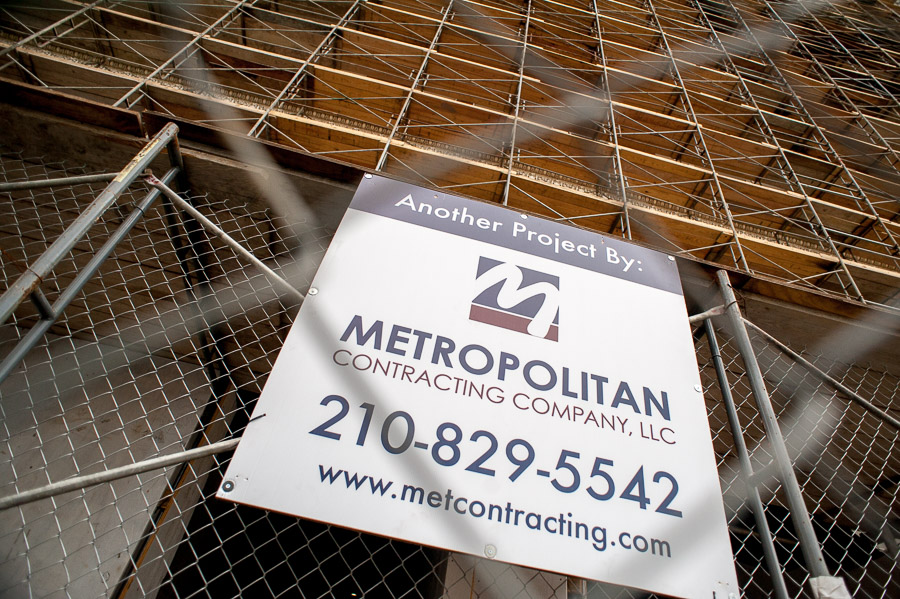 A sign displaying another project by Metropolitan Contracting Company on the Rand Building in downtown San Antonio. Photo by Scott Ball.