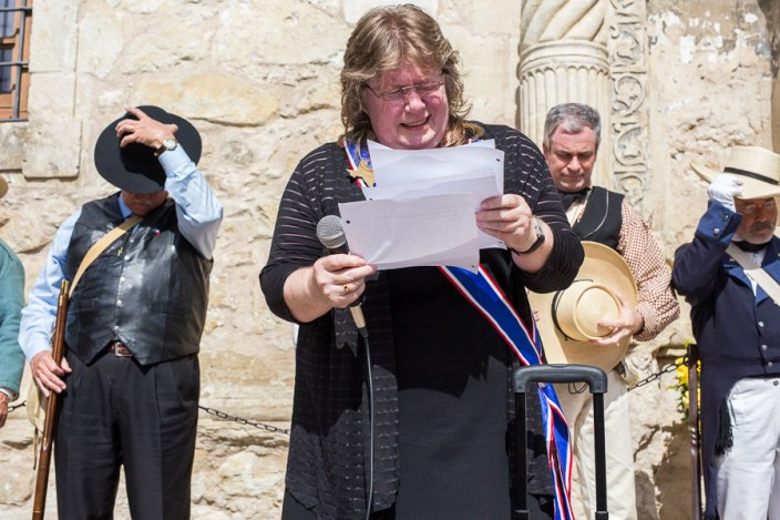 DRT President Betty J. Edwards, M.D. sheds tears while reciting a prayer for the deceased defenders of The Alamo. Photo by Scott Ball.