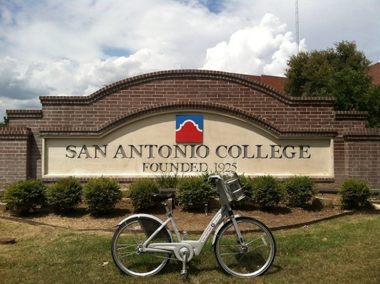 A San Antonio B-Cycle displayed in front of San Antonio College. Photo by Joseph Nerio, courtesy of San Antonio B-Cycle.
