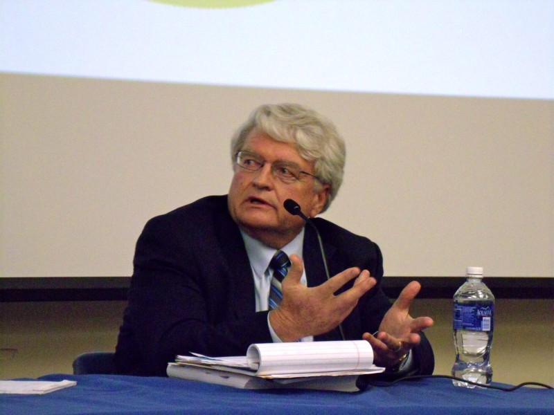 Calvin Finch, former San Antonio Water System conservation director, speaks in a panel discussion about the Vista Ridge project at UTSA. Photo by Edmond Ortiz.
