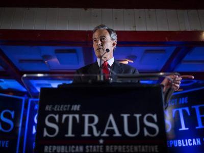 Texas House Speaker Joe Straus speaks to supporters. Photo by Scott Ball.