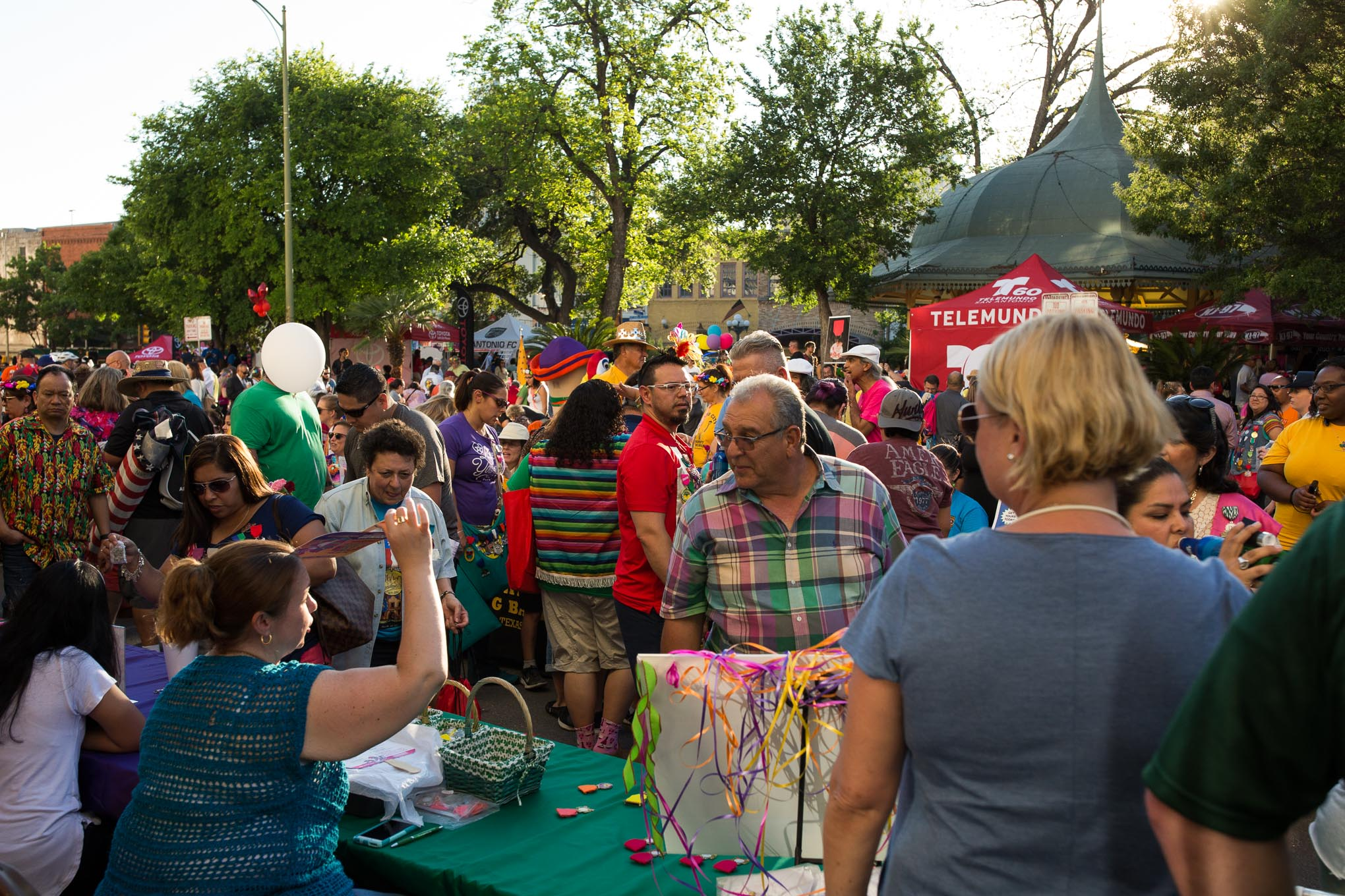 Hundreds circulate through tables selling Fiesta medals at Pin Pandemonium. Photo by Scott Ball.
