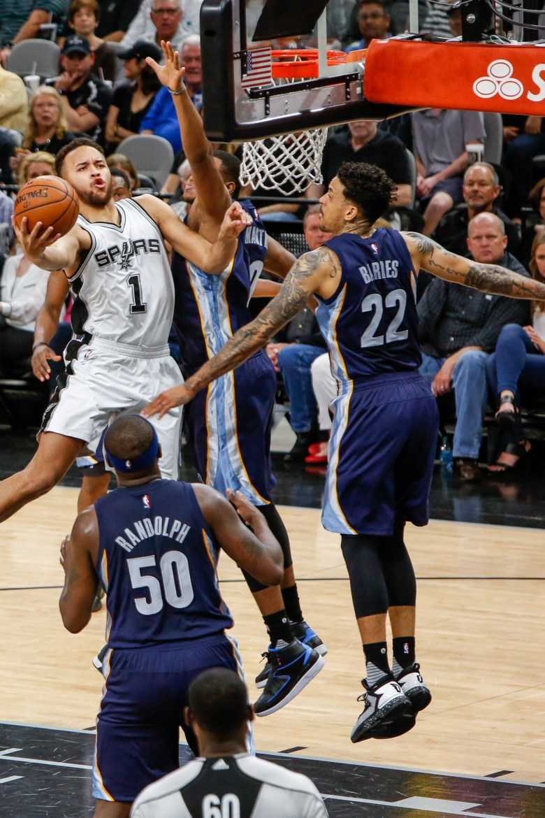 Spurs guard Kyle Anderson dodges three Memphis Grizzlies during a drive. Photo by Scott Ball.