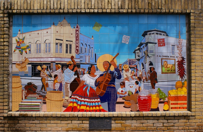A mural displaying the once-lively street life in the neighborhood near El Mercado. Photo by Alex Barrera.