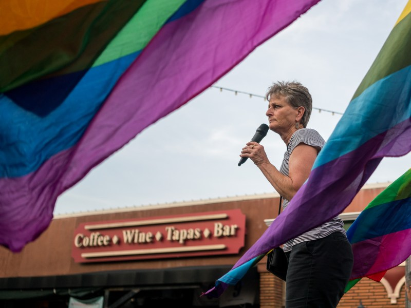 Gayle Newton of Newtons News and Ladies on the Loose speaks to the crowd gathered in front of Sparky's Pub on North Main Avenue. Photo by Kathryn Boyd-Batstone.