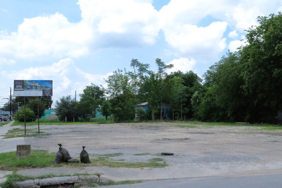 Efraim Varga plans to build 17 attached-unit homes on this empty lot at 1603 S. Presa St. Photo by Sarah Talaat.