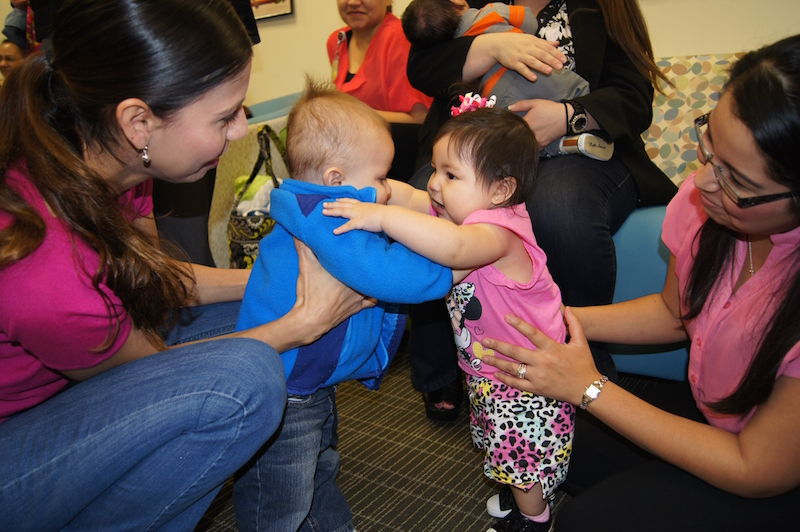 Moms and babies playing together at Baby Café San Antonio. Photo by Norma Sifuentes, courtesy of SAMHD WIC.