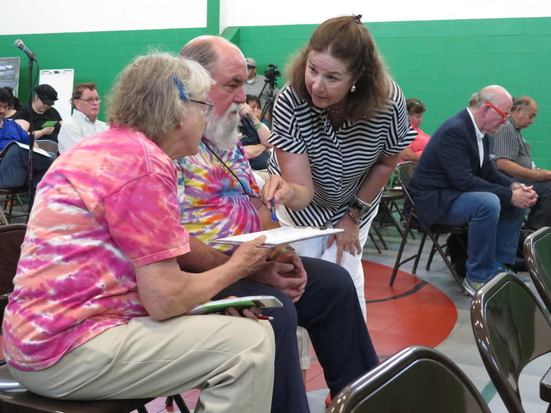 Lynn Bobbitt, executive director of the Brackenridge Park Conservancy helps Allen Townsend and Diane Lang sign up to speak. Photo by Rocio Guenther