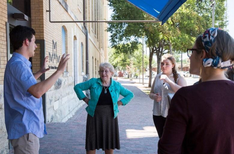 Alexander Chunda tells SAMA visitors about the museum's architecture. Photo by Paola Longoria.